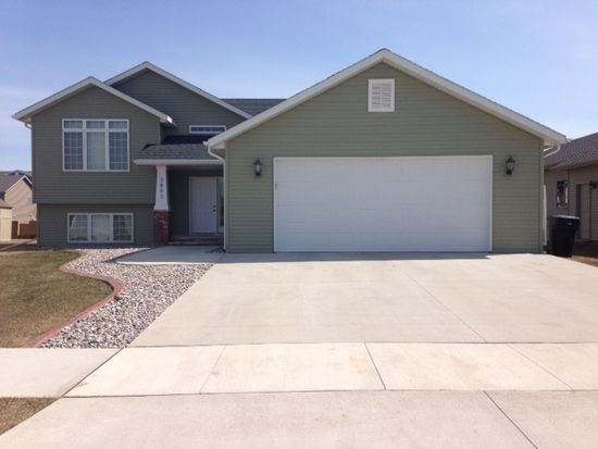 3893 S 17th St, Grand Forks, ND 58201