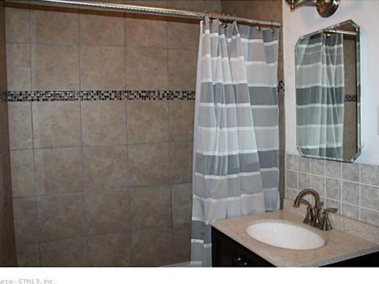 405 Noank Ledyard Rd APT 3, Mystic, CT 06355