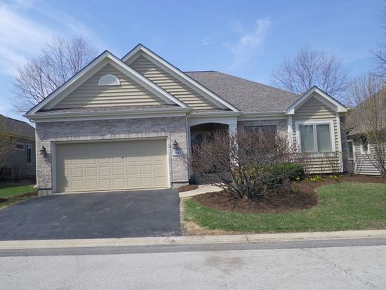 141 Course Dr, Lake In The Hills, IL 60156