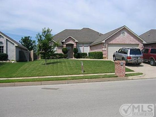 927 Rolling Meadow Dr, Burleson, TX 76028