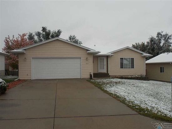 1317 E Old Hickory Pl, Sioux Falls, SD 57104
