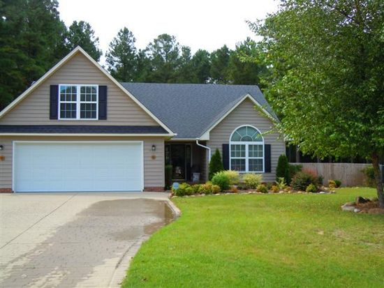 995 Stone Cross Dr, Spring Lake, NC 28390