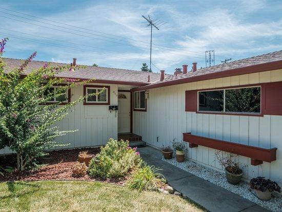 810 Candlewood Dr, Cupertino, CA 95014