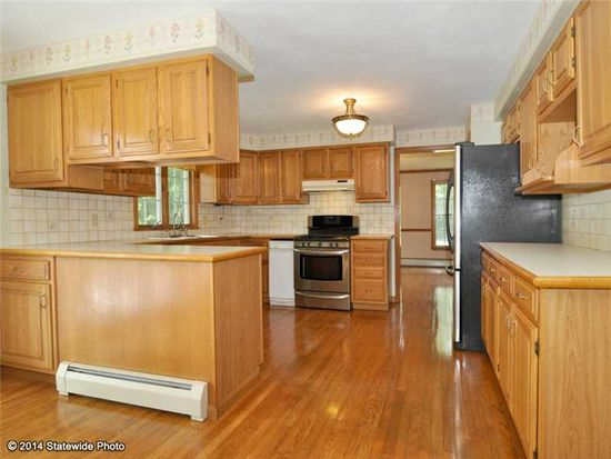 12 Cara Ct, North Kingstown, RI 02852