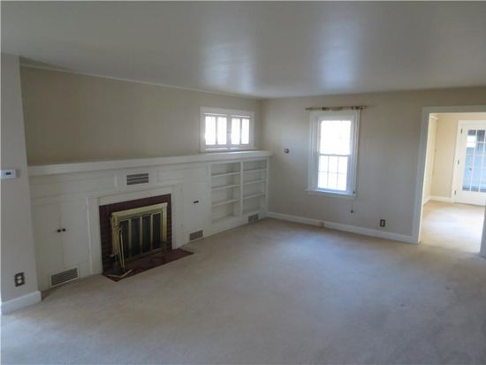 3250 Lamor Rd, Hermitage, PA 16148