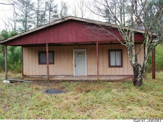 315 Huggins Rd, Zirconia, NC 28790