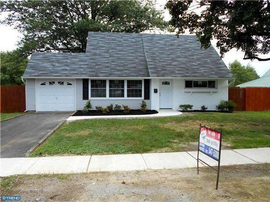300 Indian Creek Dr, Levittown, PA 19057