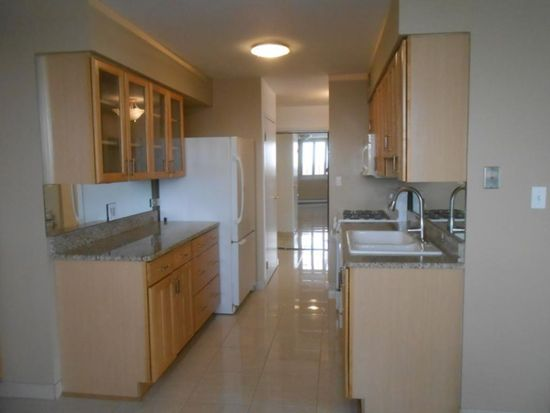 20 N Tower Rd APT 5N, Oak Brook, IL 60523