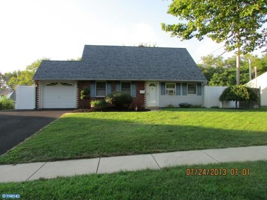 31 Quest Rd, Levittown, PA 19057