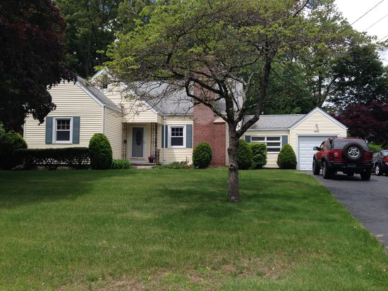80 Lorma Ave, Trumbull, CT 06611