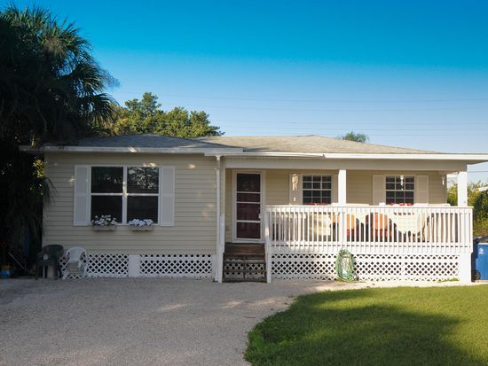 121 Delmar Ave, Fort Myers Beach, FL 33931