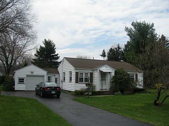 247 Meadow Ln, Webster, NY 14580