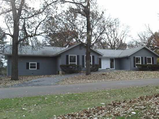 506 Hickory Rd, Woodstock, IL 60098
