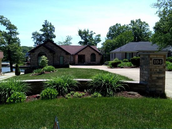 104 Lake Front Dr, Akron, OH 44319