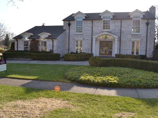 1081 Great Oaks Blvd, Rochester, MI 48307