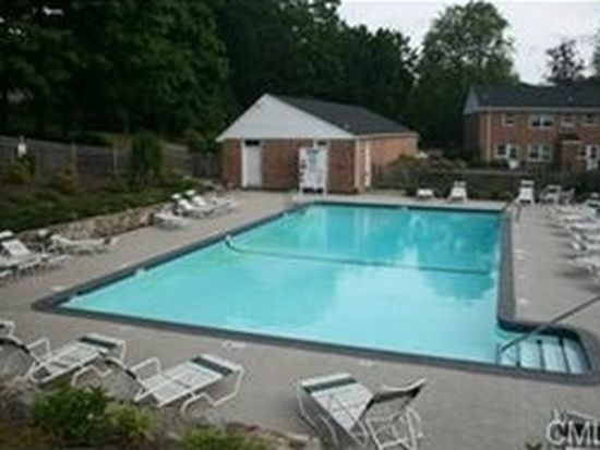 60 Heritage Hill Rd APT A, New Canaan, CT 06840
