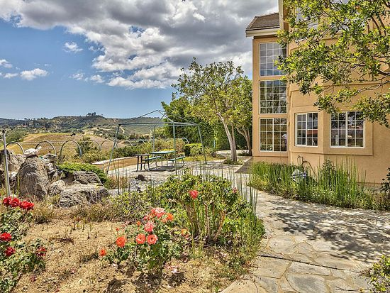 22527 Uhea Rd, Woodland Hills, CA 91364