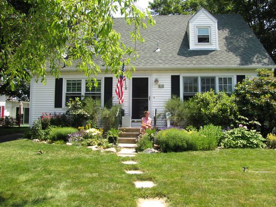 123 Columbia St, South Kingstown, RI 02879