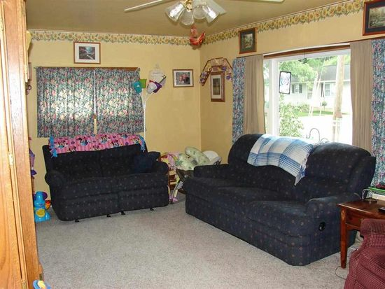 52 E 2ND Ave, Poseyville, IN 47633