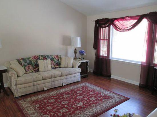 25 W Chamberlain Rd, Merrimack, NH 03054