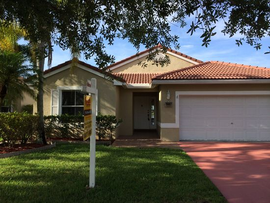 18462 NW 24th St, Pembroke Pines, FL 33029