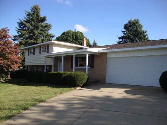 6490 Strausser St NW, North Canton, OH 44720