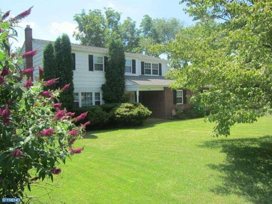 2908 Toll Gate Dr, Norristown, PA 19403