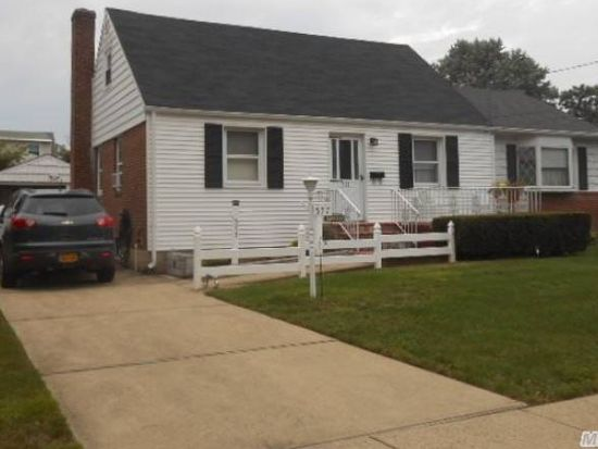 577 Maitland St, East Meadow, NY 11554