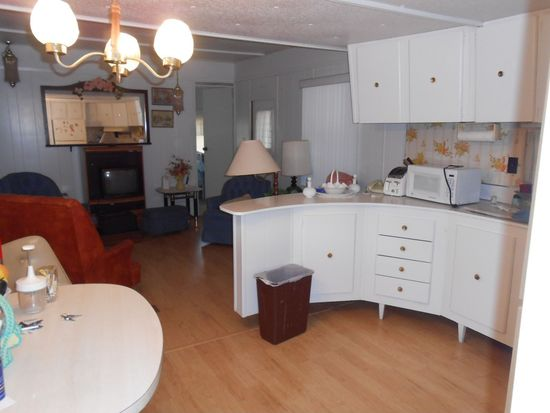 5643 Riverview Dr, New Port Richey, FL 34652