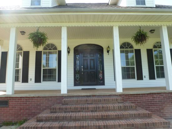 2515 Wisteria Dr, West Point, MS 39773