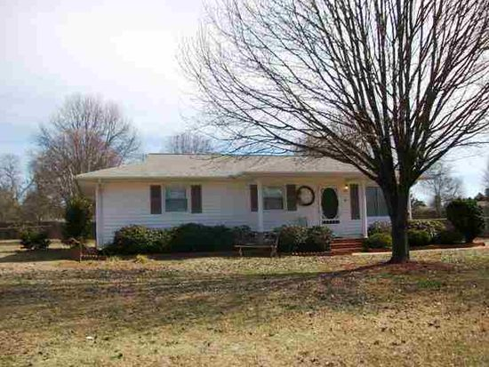 5 Windmill Dr, Wellford, SC 29385