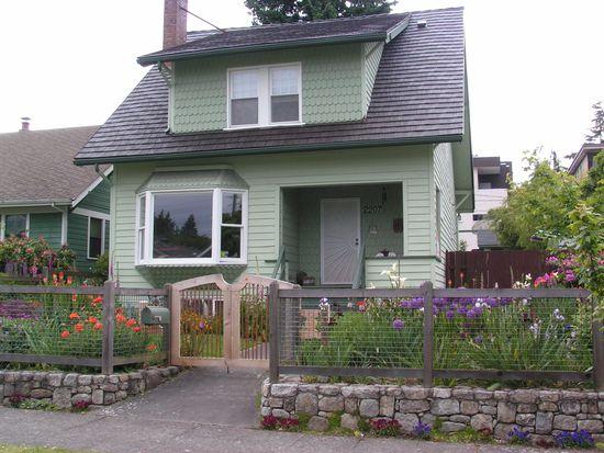 2207 42nd Ave SW, Seattle, WA 98116