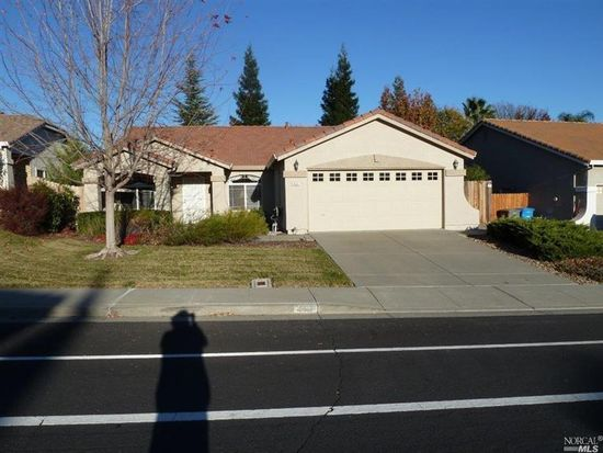 461 Woodcrest Dr, Vacaville, CA 95688