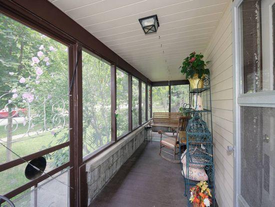 39 Park St, Oswego, IL 60543