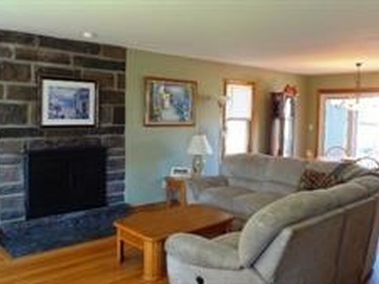 8 Mountainview Ter, Rensselaer, NY 12144