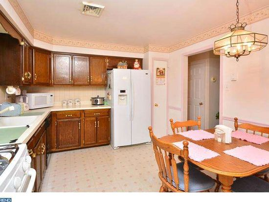 101 Clearview Dr, Downingtown, PA 19335