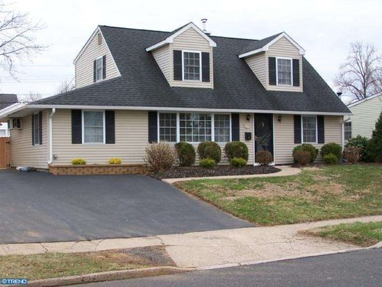6 Canary Rd, Levittown, PA 19057