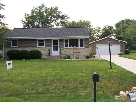 8965 S 83rd St, Franklin, WI 53132