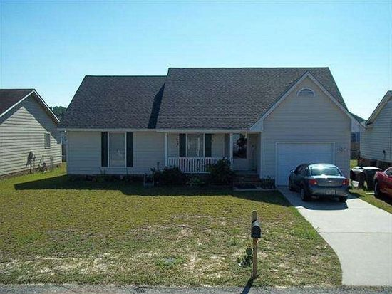 827 Eastchester Pl, Hope Mills, NC 28348