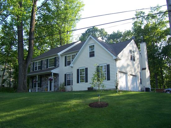 56 Spring Hill Rd, Hereford, PA 18056