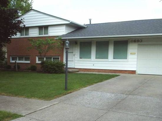 6693 Rochelle Blvd, Parma Heights, OH 44130