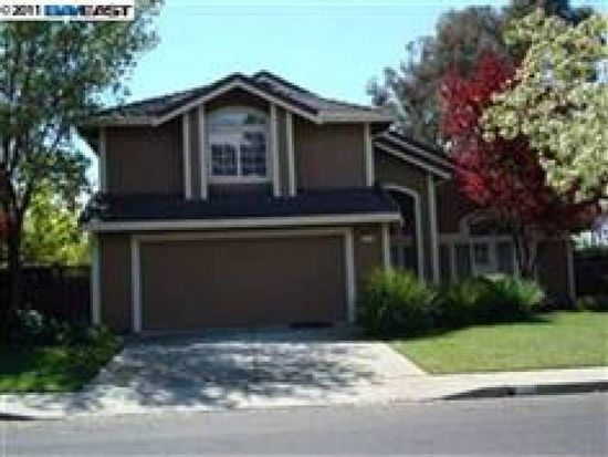 295 Summertree Dr, Livermore, CA 94551