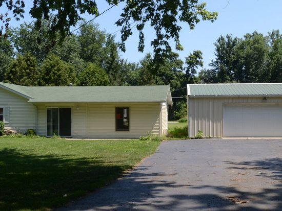 5170 E Woodland Dr, Knox, IN 46534