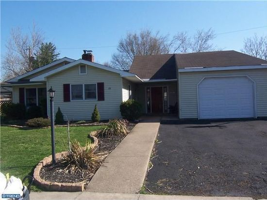 46 Beechtree Rd, Levittown, PA 19057