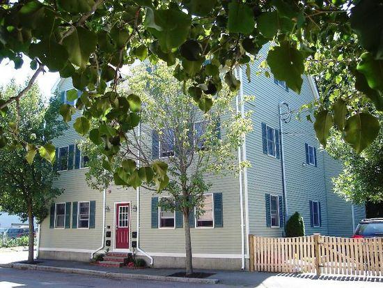 5 Saunders St APT 4, Salem, MA 01970