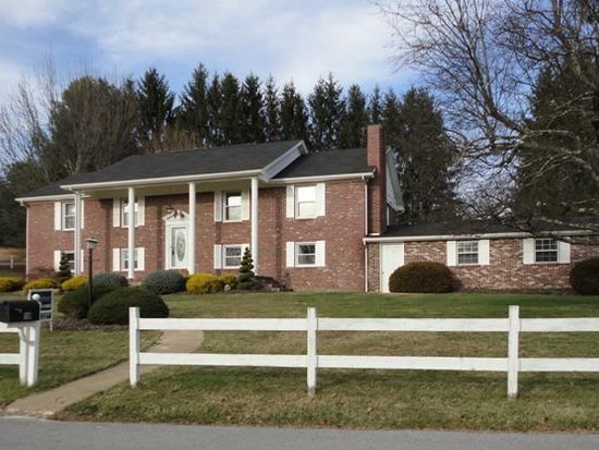 18 Crestview Dr, Princeton, WV 24740
