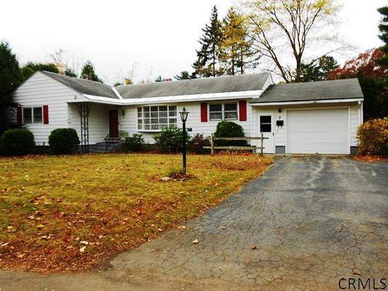 7 Patricia Ln, Saratoga Springs, NY 12866