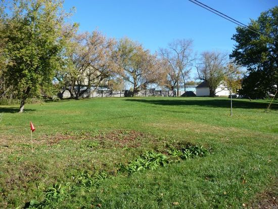 1326 W Willow Dr, Oak Creek, WI 53154