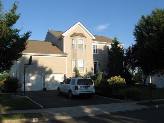 4 Country Woods Dr, Kendall Park, NJ 08824