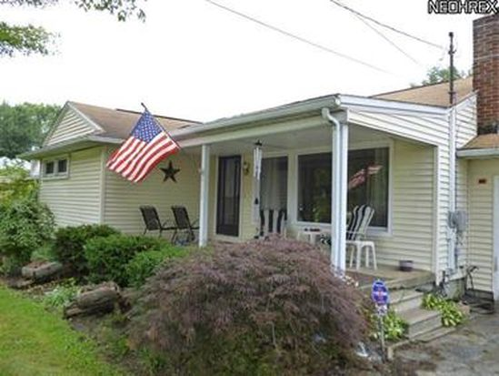 6102 Mccartney Rd, Lowellville, OH 44436